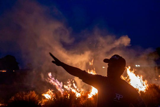 Cứ mỗi phút trôi qua một diện tích rừng Amazon lớn hơn 1,5 sân bóng đá lại bị giặc lửa tàn phá, Ảnh: Getty.