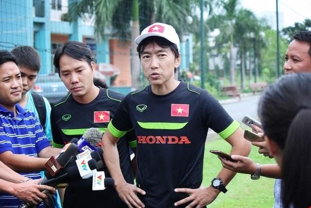 Về Than Quảng Ninh, HLV Miura nhận lương 14.000 USD/tháng.