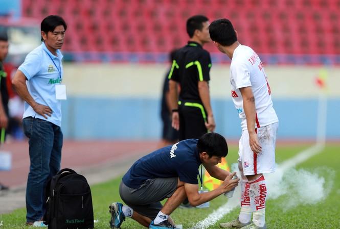 Minh Vương lỡ trận gặp B.Bình Dương vì chấn thương.