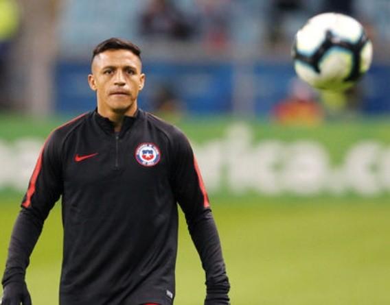 Alexis Sanchez dính chấn thương và sẽ nghỉ thi đấu khoảng 1 tháng.