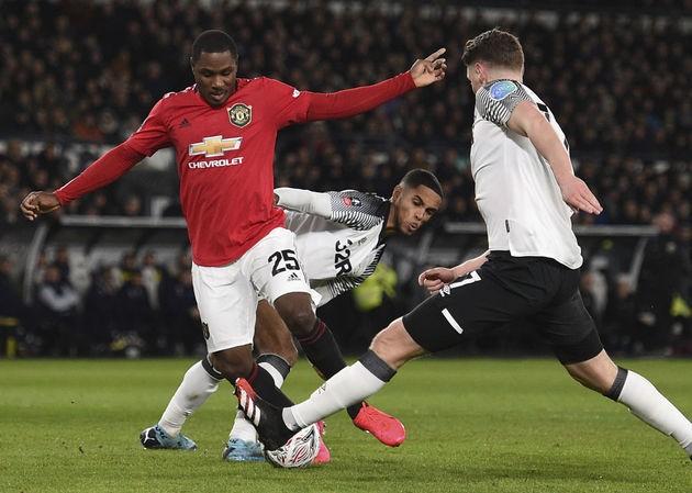 Odion Ighalo tỏa sáng giúp M.U đoạt vé vào tứ kết FA Cup.