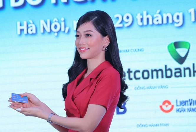 Á hậu Việt Nam 2018 Phương Nga, Đại sứ chuỗi sự kiện Ngày Thẻ Việt Nam - Ảnh: Hoàng Mạnh Thắng