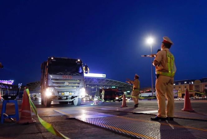 Tài xế gọi điện 'cầu cứu' khi bị CSGT phát hiện chở quá tải