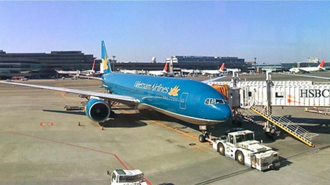 Máy bay của Vietnam Airlines tại sân bay quốc tế Narita