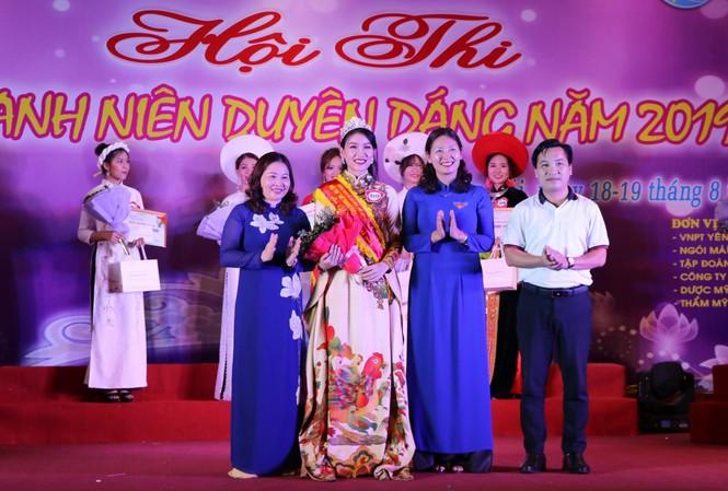 Nguyễn Bảo Ngọc giành Hoa khôi nữ thanh niên duyên dáng Yên Bái năm 2019.