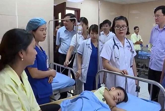 Các bé đang điều trị tại trung tâm Y tế.