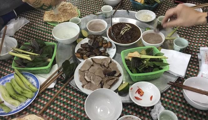 Thịt chó, món không thể thiếu trong mâm cỗ người làng Yên Trường ngày mùng 4 Tết. Ảnh:TL.