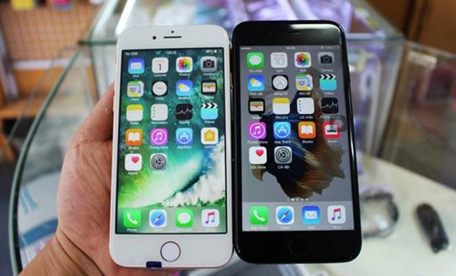 Rất khó phân biệt iPhone 7 hàng nhái (bên trái) và hàng thật.