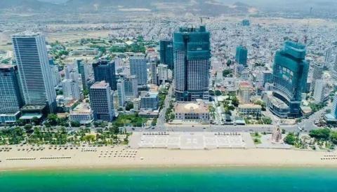 Nhiều dự án bất động sản cao cấp 'ngấm đòn' bởi chính sách tín dụng. Trong ảnh: Một góc Thành phố Nha Trang.