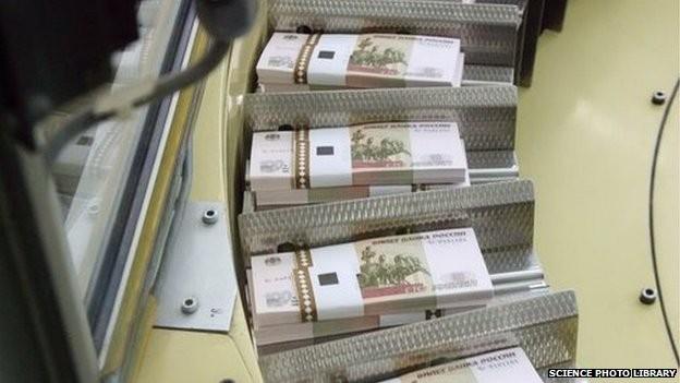 Đồng rúp Nga mất giá vì đe doạ trừng phạt của châu Âu