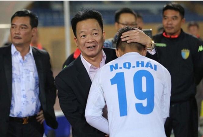 Bầu Hiển muốn các cầu thủ Hà Nội và Quang Hải tập trung chuyên môn.