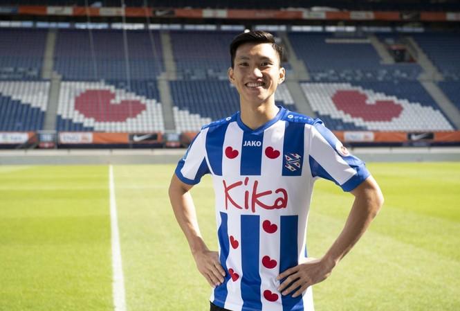 HLV Park Hang Seo triệu tập Văn Hậu trở lại đội tuyển Việt Nam để chuẩn bị cho trận đấu với Malaysia.