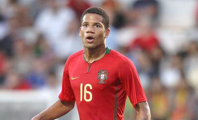 Bồ Đào Nha bị loại vì không gọi… Bebe?