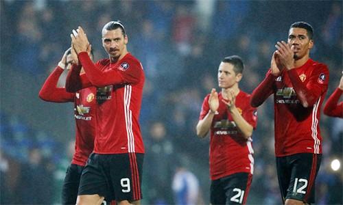 Ibrahimovic là chuyên gia ghi các bàn định đoạt số phận trận đấu trong màu áo Man Utd mùa này. Ảnh: Reuters.