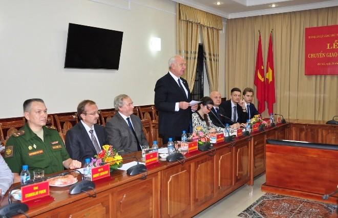 Hình ảnh tại lễ chuyển giao tài liệu. ảnh: ĐSQ Nga tại Việt Nam