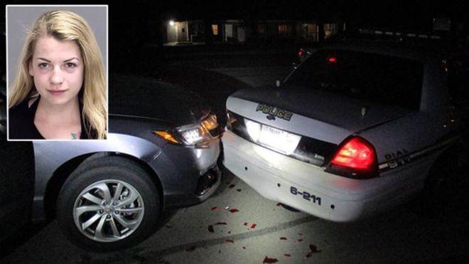 Nữ sinh Rader tông vào xe cảnh sát vì mải chụp ảnh selfie và nghi ngờ say rượu.