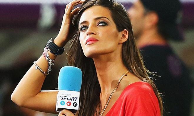 Nữ phóng viên Sara Carbonero, vợ của tuyển thủ Iker Casillas.