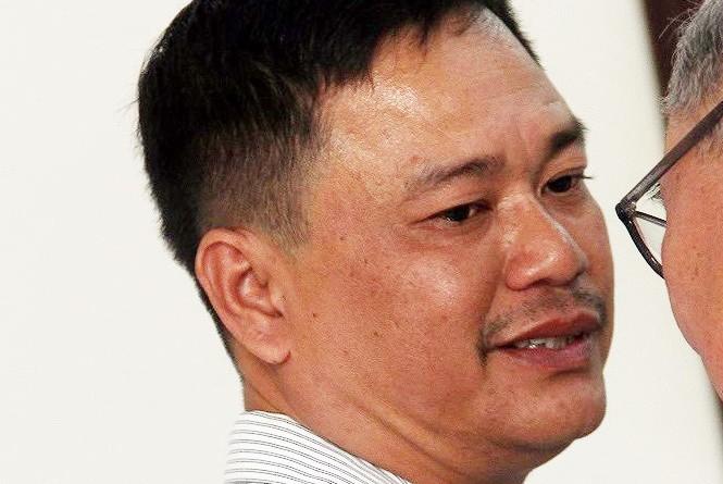 Nguyên điều tra viên Nguyễn Tuyến Dũng tại tòa sáng nay. Ảnh: Tân Châu