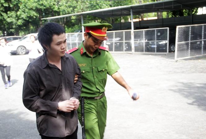 'Tú ông' Kiều Đại Dũ vào phòng xử án sáng nay 15/7. Ảnh: Tân Châu