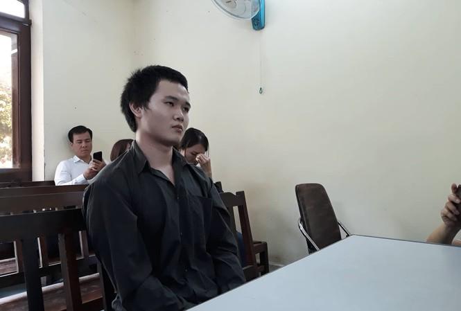 'Tú ông' Kiều Đại Dũ tại tòa khai giá bán dâm 1 lần của người không nổi tiếng là 3 triệu đồng. Ảnh: Tân Châu.