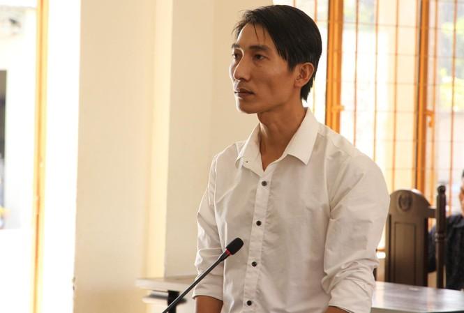 Bị cáo Phạm Chí Linh tại tòa chiều nay 21/11. Ảnh: Tân Châu
