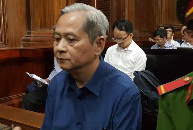 Nguyên Phó Chủ tịch UBND TPHCM - bị cáo Nguyễn Hữu Tín tại phiên tòa. Ảnh: Tân Châu