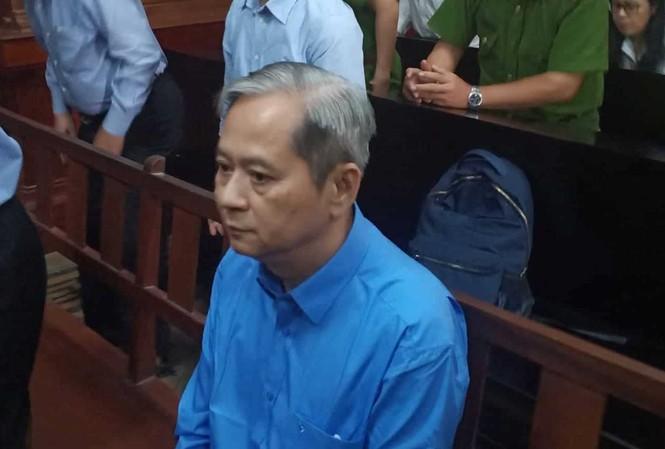 Cựu Phó Chủ tịch UBND TPHCM - bị cáo Nguyễn Hữu tín tại phiên tòa sáng nay 30/12. Ảnh: Tân Châu