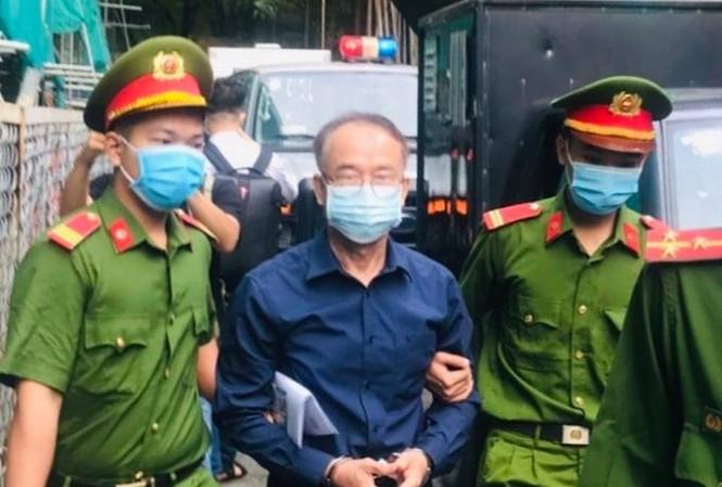 Cựu Phó Chủ tịch UBND TPHCM Nguyễn Thành Tài tại tòa án sáng nay 16/9. Ảnh: Tân Châu.