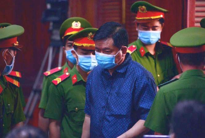 Cựu Bộ trưởng GTVT - bị cáo Đinh La Thăng tại phiên tòa sáng nay 16/12. Ảnh: Tân Châu.