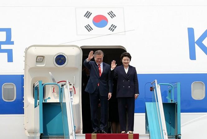 Tổng thống Hàn Quốc Moon Jae-in và phu nhân. Ảnh: Mạn Thắng
