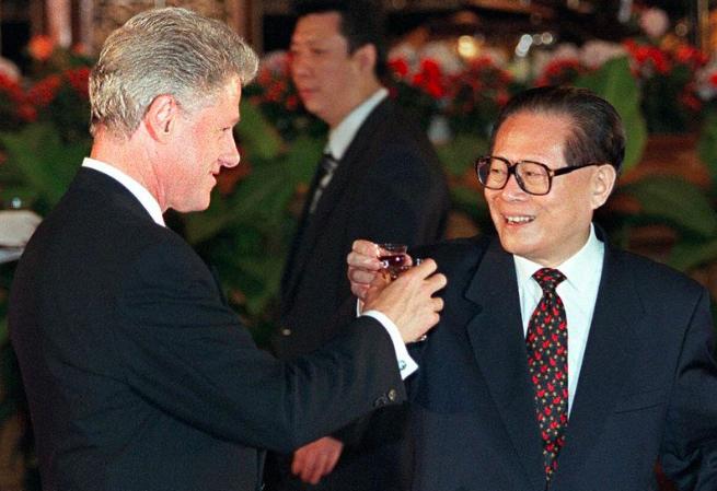 Tổng thống Mỹ Bill Clinton trong cuộc gặp Chủ tịch Trung Quốc Giang Trạch Dân. (Ảnh tư liệu)