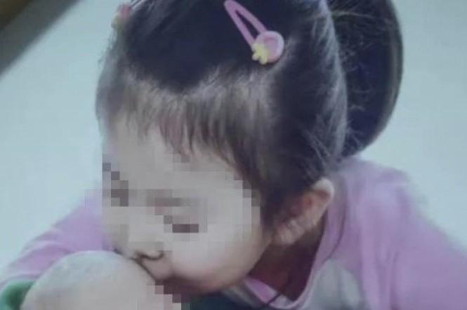Phẫn nộ mẹ đánh chết con gái vì ăn chậm