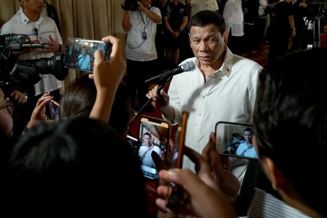 Ông Duterte trong cuộc trả lời phỏng vấn hôm 8/8. (Ảnh: Rappler)