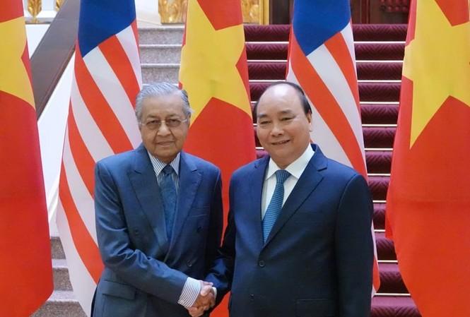 Thủ tướng Nguyễn Xuân Phúc và Thủ tướng Malaysia Mahathir Mohamad. (Ảnh: Quang Phúc)