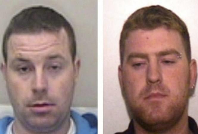 Hai đối tượng Christopher Hughes (trái) và Ronan Hughes (phải) đang bị cảnh sát truy tìm