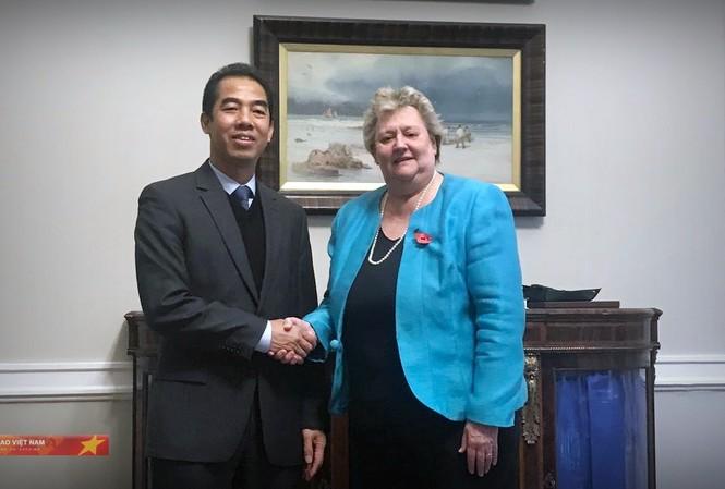Thứ trưởng Tô Anh Dũng gặp Quốc vụ khanh Bộ Ngoại giao phụ trách khu vực châu Á – Thái Bình Dương Heather Wheeler. (Ảnh: BNG)