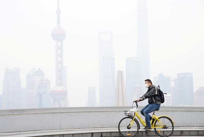 Một ngày ô nhiễm ở TP Thượng Hải, Trung Quốc, năm 2017. (ảnh: Reuters)