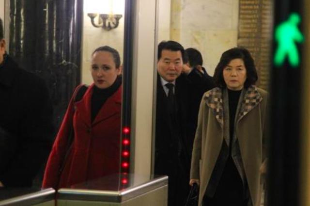 Thứ trưởng Ngoại giao Triều Tiên Choe Son-hui đi ra từ nhà khách Bộ Ngoại giao Nga hôm 22/11. (Ảnh: Yonhap)