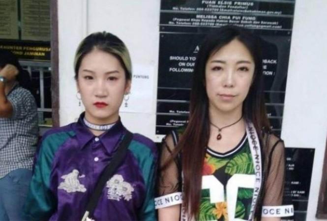 Hai nữ du khách Trung Quốc bị đuổi về nước sau khi nhảy múa trước một ngôi đền ở Malaysia. (Ảnh: SCMP)