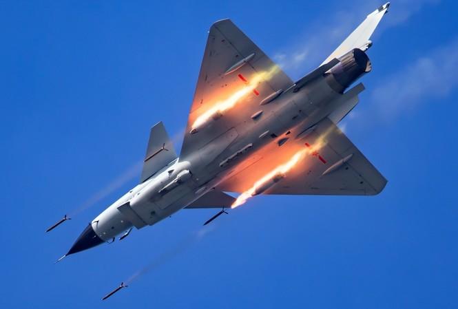 Không quân Trung Quốc chuyển cách tiếp cận từ bị động sang chủ động trên biển Đông. (Ảnh: Xinhua)
