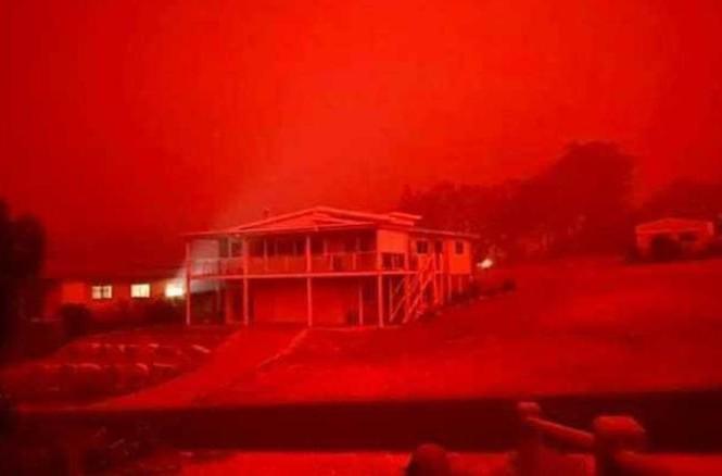Nhiều người dân Úc phải sơ tán vì cháy rừng. (Ảnh: CNN)