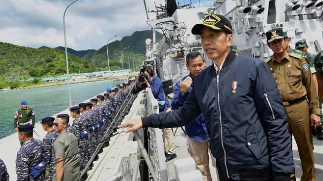 Ông Widodo ra thăm đảo ở vùng biển nơi các tàu Trung Quốc không chịu rời đi