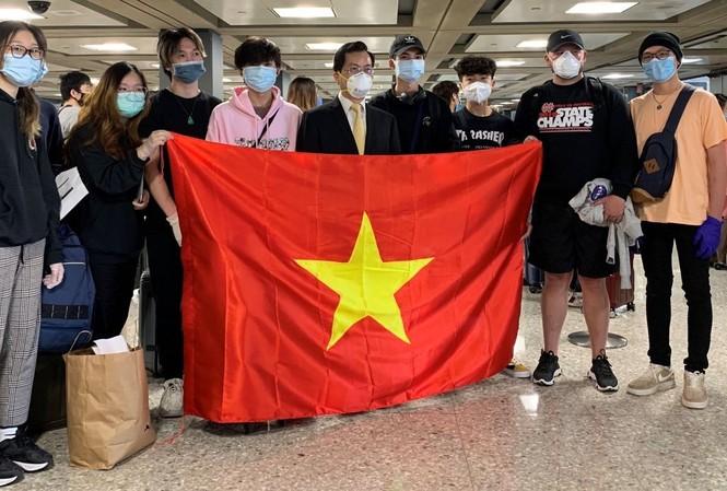 Nhóm công dân Việt Nam tại Mỹ được đưa về nước. (Ảnh: Mofa)