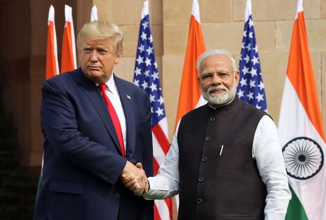 Thủ tướng Ấn Độ Narendra Modi tiếp Tổng thống Trump trong chuyến thăm Ấn Độ vào tháng 2 năm nay. (Ảnh: Bloomberg)