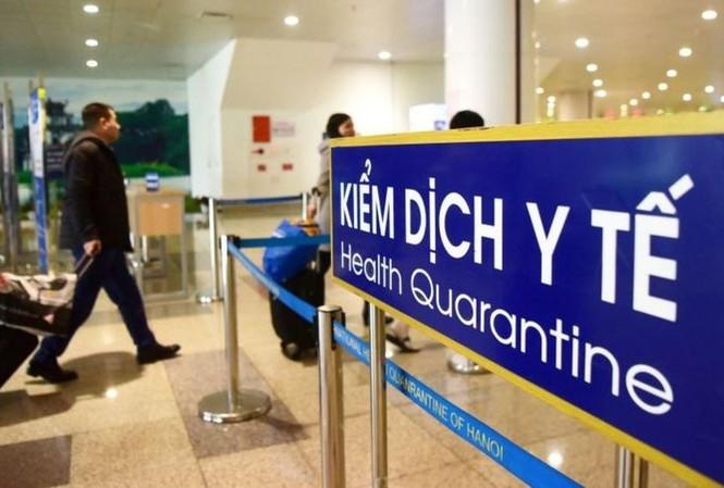Biển thông tin về kiểm dịch y tế tại sân bay. (Ảnh: Getty Images)