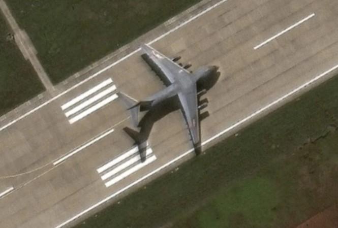 Hình ảnh chiếc Y-20 trên đá Chữ Thập