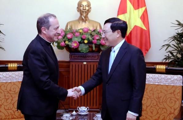 Phó Thủ tướng Phạm Bình Minh và Thứ trưởng Ngoại giao Tòa thánh Vatican Antoine Camilleri (Ảnh: VGP)