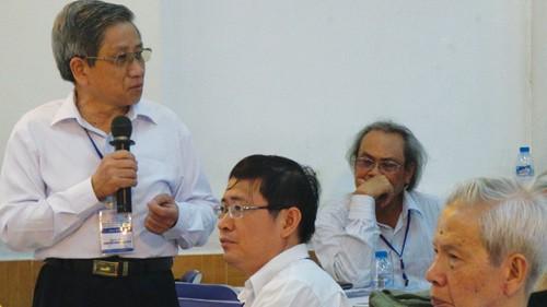 Phát biểu tại hội thảo, GS Nguyễn Minh Thuyết cho rằng chương trình - sách giáo khoa môn ngữ văn nên theo các mô hình hoạt động - Ảnh: Minh Luân
