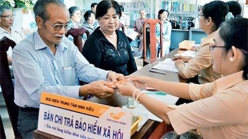 'Bác' đề xuất tăng tuổi hưu, mở rộng diện đóng BHXH