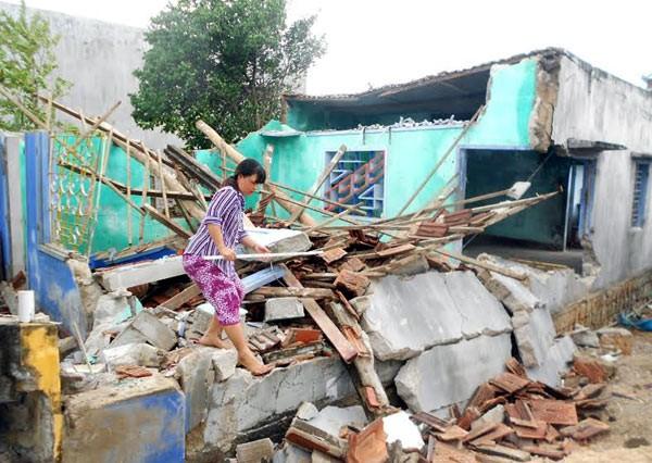 Bão số 4 làm sập 100 căn nhà. Ảnh: VietNamNet.